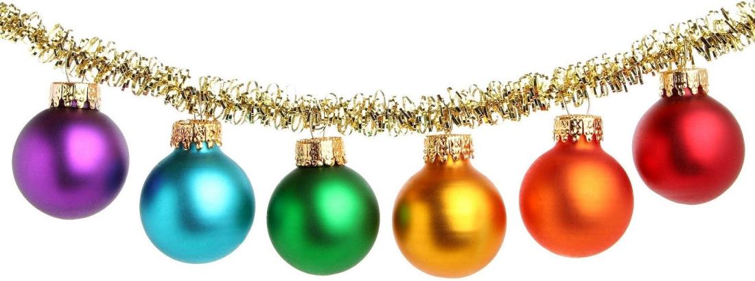 hd-kerst-wallpaper-met-gekleurde-kerstballen-aan-een-gouden-kerstslinger-achtergrond